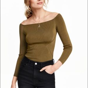 🎉 Brand New Off The Shoulder H&M Top